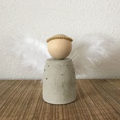 LAULA: DIY: Angels made of concrete Source by kristianmeierdi Xmas Crafts, Halloween Crafts, Diy And Crafts, Silver Christmas Decorations, Christmas Diy, Diy Angels, Copper Paint, Navidad Diy, Cement Crafts