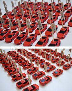 Marque places porte noms voiture Ferrari rouge décoration cérémonie mariage baptême anniversaire. Ferrari Rouge, Noms, Decoration, Puertas, Decor, Decorations, Decorating, Dekoration, Ornament
