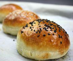 the best bun for a home-made burger Hamburger, Bread, Homemade, Food, Eten, Hamburgers, Hand Made, Bakeries, Diy