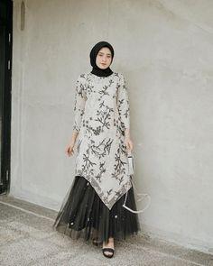 Hijab Gown, Kebaya Hijab, Hijab Dress Party, Hijab Style Dress, Kebaya Dress, Dress Pesta, Dress Brukat, Batik Dress, Kaftan Batik