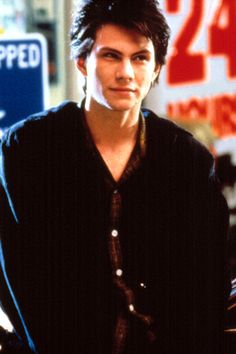 "Christian Slater as J. in Heathers A character that made women everywhere think, ""Girl you can't fix him! Jason Dean Heathers, Jd Heathers, Heathers The Musical, Christian Slater Heathers, Young Christian Slater, Teen Movies, 1990s Movies, Chad Michael Murray, Cute Actors"
