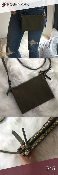 Crossbody Bag Olive green Gold coloured hardware Three separate compartments Barely used Minor scuff (see photo) Old Navy Bags Crossbody Bags Slow Fashion, Fashion Tips, Fashion Design, Fashion Trends, Navy And Green, Olive Green, Navy Bags, Sustainable Fashion