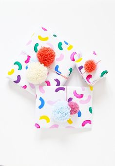 Not in love with the store bought wrapping paper and gift toppers out there, but in need of something to wrap those last-minute gifts? Make your own easy, colorful gift wrap in 10 minutes and top your pretty presents with a pom pom by following this tutorial!