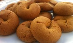 """Our very best recipe for cinnamon cookies; very easy to make and easier to """"disappear""""! Amazingly crunchy and scented with the aromas of red wine, cinnamon and grounded clove. These are of those cookies you can't just have only one! Greek Sweets, Greek Desserts, Greek Recipes, Healthy Desserts, Italian Recipes, Greek Cookies, Almond Meal Cookies, Wine Cookies, Koulourakia Recipe"""