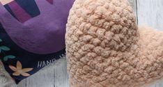 Home - Hobium Blog Cool Patterns, Knit Patterns, Chair Cushion Covers, Heart Pillow, Yarn Needle, Crochet Hooks, Free Pattern, Winter Hats, March
