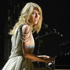 2014 Grammys -Taylor Swift killed it (awesome)