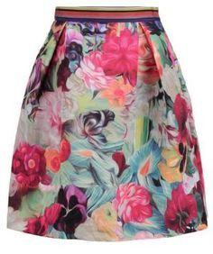 Ted Baker Kaideen Falda Acampanada Fuchsia Las Faldas De Mujer Las faldas de mujer representan la belleza femenina en todo su esplendor. No hay duda de que esta prenda tiene historia y de que ha seguido un proceso evolutivo parsimonioso hasta llegar a nuestros días.
