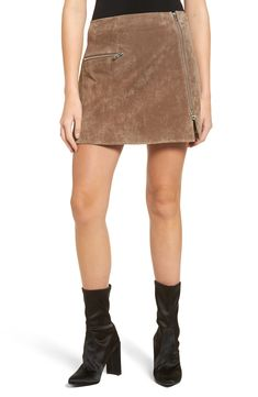 Blanknyc Suede Miniskirt In Midnight Toker Fall Lookbook, Fashion Lookbook, Fashion Trends, Suede Skirt, Blank Nyc, Trendy Clothes For Women, Urban Outfits, Fall Outfits, Ideias Fashion