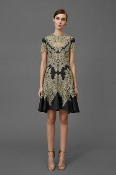 Get inspired and discover Marchesa trunkshow! Shop the latest Marchesa collection at Moda Operandi. Couture Fashion, Runway Fashion, High Fashion, Fashion Show, Fashion Design, Women's Fashion, 2016 Fashion Trends, Fall Fashion 2016, Dress Vestidos