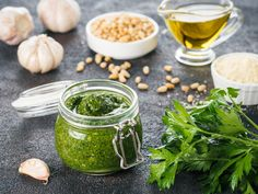Try this easy and quick Mix and match pesto with nuts, spinach, basil and more ingredients straight from your garden. Pesto Pasta, Sauce Pesto, Basil Pesto, Homemade Scones, Homemade Pesto, Blender Food Processor, Food Processor Recipes, Thermomix Pesto, Pesto Sauce Ingredients