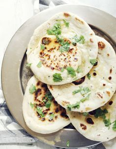 Indian Food Recipes, Ethnic Recipes, Naan, Pitta, Arabic Food, Hummus, Foodies, Grilling, Food And Drink