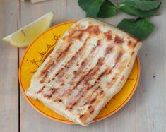 A la croisée de la galette et du pain, le g ö zleme est une spécialité turque généralement garnie de fromage type fêta, de viande hachée o...