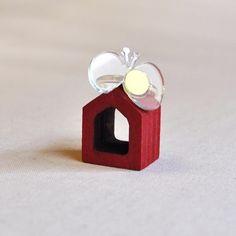 ガラス色の透明なゆびわ一瞬土台だけの指輪に見えますが蝶々がついています。指輪の部分は大きさ調節可能です。素材:アクリル|ハンドメイド、手作り、手仕事品の通販・販売・購入ならCreema。