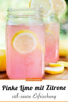 Pinke Limo mit Zitrone - smarter - Zeit: 15 Min.   eatsmarter.de #limo #limonade #getränke Yummy Drinks, Food & Drinks, Food And Drink, Fun Drinks, Healthy Drinks, Beverages, Iced Tea, Sushi, Drinks In Mason Jars