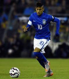 Neymar of Brazil drives the ball during the 2015 Copa America Chile Group C match between Brazil and Colombia at Monumental David Arellano Stadium on June 17, 2015 in Santiago, Chile.