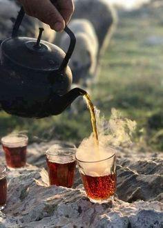 Tea, please - Tea Lovers Corner - Nature Coffee Time, Morning Coffee, Tea Time, Chai, Glace Fruit, Photo Hacks, Turkish Tea, Cuppa Tea, Tea Art