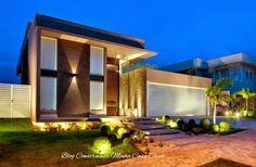 Modernas e sofisticadas!     As portas de entrada nos transmitem logo na chegada, qual o estilo de uma casa e seu padrão! Na arquitetura ...