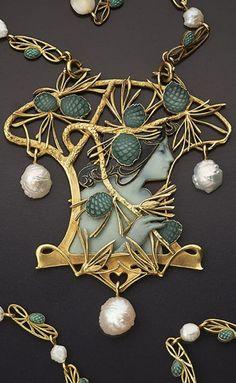René Lalique - An Art Nouveau gold, enamel and pearl necklace, Paris, Bijoux Art Nouveau, Art Nouveau Jewelry, Jewelry Art, Vintage Jewelry, Jewelry Necklaces, Fine Jewelry, Handmade Jewelry, Jewelry Design, Gold Jewelry