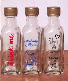 Mini botellitas de vidrio para bebidas o dulces, perfectas para recuerdos de todo tipo de eventos.