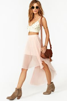 This outfit = WOW!  I love the high low skirt.