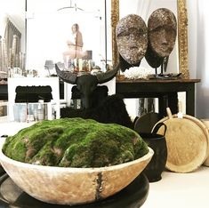 Interior Design Inspiration, Home Decor Inspiration, Moss Centerpieces, Vases, Moss Plant, Decorating Coffee Tables, Luxurious Bedrooms, Plant Decor, Cozy House