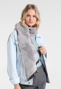 ¡Consigue este tipo de bufanda de Even&odd ahora! Haz clic para ver los detalles. Envíos gratis a toda España. Even&Odd Bufanda lilac: Even&Odd Bufanda lilac Complementos   | Material exterior: 100% poliacrílico | Complementos ¡Haz tu pedido   y disfruta de gastos de enví-o gratuitos! (bufanda, bufanda, scarf, snood, knitted scarf, schal, bufanda, écharpe, sciarpa, bufandas)