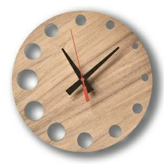 Lovely hand made clock. Wall Clock Wooden, Wood Clocks, Wooden Walls, Clock Wall, Diy Clock, Clock Decor, Diy Wood Projects, Wood Crafts, Handmade Clocks