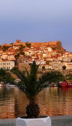 Castle and the old town of Kavala, east Macedonia, Greece Beautiful World, Beautiful Places, Myconos, Thessaloniki, Corfu, Travel Goals, Greek Islands, Travel Pictures, Places Ive Been