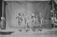 Dalcroze-Schule (Group Dance), photo by Frédéric Boissonnas, ca. Vintage Dance, Vintage Ladies, Group Dance, Dance Images, Frederic, Kinetic Art, Dance Poses, Modern Dance, Dance Fashion