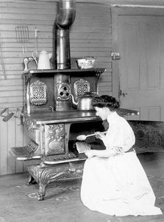 young woman by the kitchen stove, 1910 Wood Stove Cooking, Kitchen Stove, Old Kitchen, Vintage Kitchen, Vintage Cooking, Vintage Photographs, Vintage Photos, Antique Photos, Vintage Stuff