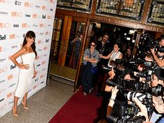 Star Tracks: Wednesday, September 16, 2015 | FLASHING LIGHTS | Penélope Cruz is a vision in white as she makes her way to the Toronto International Film Festival premiere of Ma ma on Tuesday.