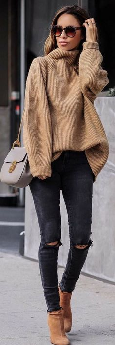 fall neutrals | oversized cozy sweater | what to wear on a fall day | what to wear on the weekend | black distressed denim
