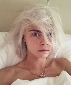 Cara Delevingne Dyed Her Hair Platinum Blonde, and It Looks So Freakin' Good Blunt Bob Hairstyles, Trending Hairstyles, Celebrity Hairstyles, Cara Delevingne Haar, Bob Haircuts 2017, Blonde Bob Haircut, Glamorous Hair, Platinum Blonde Hair, Blonde Bobs