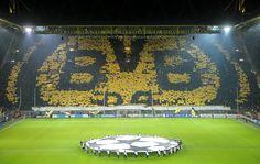 Mosaico en el Signal Iduna Park en un partido de Champions del...
