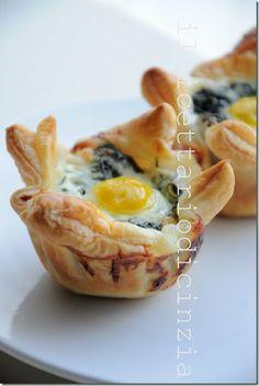 ilricettariodicinzia: cestini di sfoglia con spinaci e un uovo di quagli...