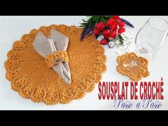Sousplat de Crochê MUNDIAL Por Neddy Ghusmam - YouTube Crochet Kitchen, Diy And Crafts, Christmas Tree, Holiday Decor, Youtube, Crochet Home Decor, Cardboard Box Crafts, Cross Stitch Geometric, Dots