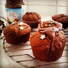 HOMEMADE SWEET: κεκάκια πραλίνας (με τρια υλικά) Muffin, Homemade, Breakfast, Sweet, Blog, Morning Coffee, Candy, Hand Made, Cupcakes