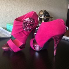 Pink high heels Never worn before, hot pink high heels with snake skin accents on platform and heel with snakeskin flower on outer side Wild Diva Shoes Heels