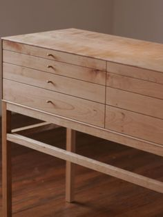 Love how the whole drawer front is a continuous piece - DIY Beauty Health Ideen Shaker Furniture, Cabinet Furniture, Plywood Furniture, Fine Furniture, Contemporary Furniture, Furniture Making, Furniture Design, Plywood Walls, Furniture Dolly