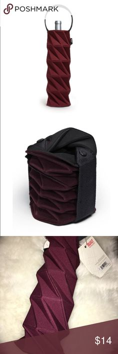 Stunning Bordeaux Wine Tote🍷 perfect for gifting NWT Built NY Origami Wine Carrier. Perfect hostess gift. Collapses down elegantly for storing. Rich Bordeaux color. This is the reusable & washable neoprene, not the disposable paper tote. Built NY Bags Totes