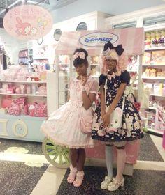 "sanriopalace: "" Me and Niambi at Sanrio Times Square in NYC. Harajuku Girls, Harajuku Fashion, Kawaii Fashion, Lolita Fashion, Cute Fashion, Asian Fashion, Mode Mori, Afro, Estilo Lolita"