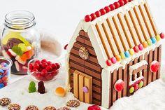 Have a break, build a KitKat house. Christmas Trifle, Christmas Brunch, Christmas Wishes, Christmas Treats, Christmas Houses, Xmas Food, Christmas Cooking, House Cake, Australian Food