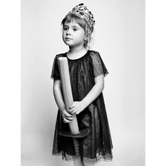Carmen Fotografía @mantrana #portrait #retrato #pictoftheday #girl #kids @zarakids_official #theprincessandthesword #blackandwhitephotography #personalworks #niece