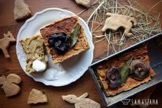 Instead of the traditional Christmas pâté, it can be prepared in a vegetarian version with mushrooms. It is ideal for a Christmas breakfast with bread or as a stand-alone snack served with a warm mushroom sauce or even better horseradish.