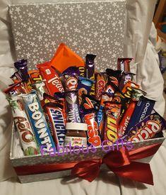 Birthday Gifts For Boyfriend Diy, Creative Birthday Gifts, Bff Birthday Gift, Boyfriend Gifts, Chocolate Candy Brands, Chocolate Gift Boxes, Chocolate Day, Candy Gift Box, Candy Gifts