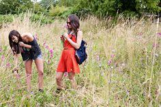 2 Frauen auf der Wiese