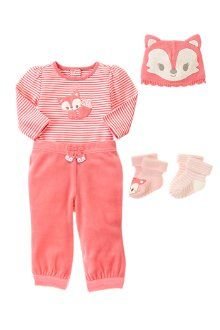 HEAD- TO-TOE ROSY OUTFIT