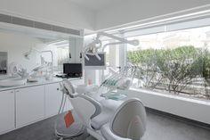 Clínica Dental en Oporto / Paulo Merlini Suelo vinilico sanitario