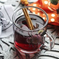 This Vanilla Bean Mulled Wine recipe is the perfect thing to have simmering away on the stove while you trick-or-treat! {recipe}
