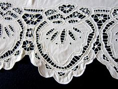 Занавески с вышивкой ришелье, ткань хлопок. Размер половинок 79 х 68 см  и 97 х 70 см. Ширина вышивки 18 см.
